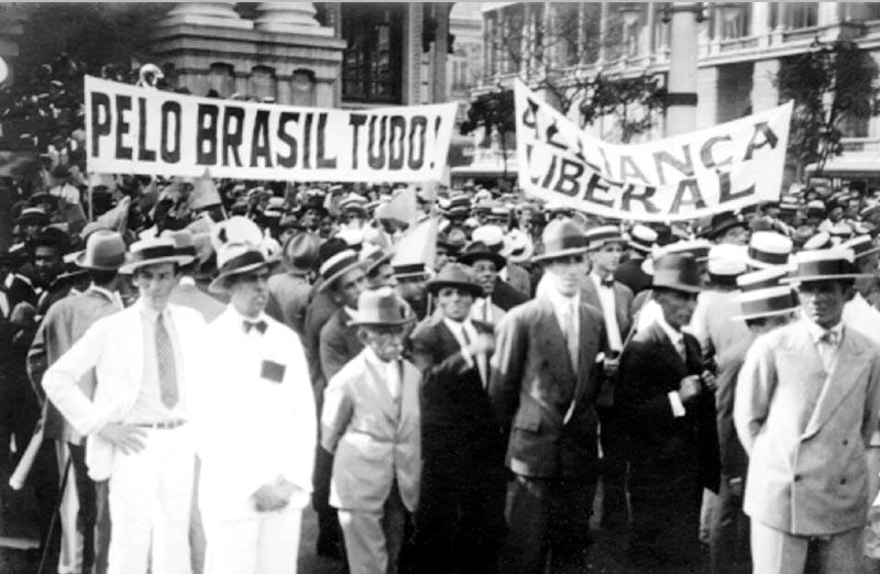 Primeiro comício da Aliança Liberal em frente ao Teatro Municipal. Rio de Janeiro, setembro de 1929. FGV/CPDOC, Arq. Luiz Simões Lopes.
