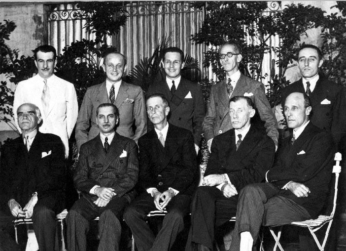 Artur Bernardes Filho (em pé, 1° à esq.) e Cristiano Machado, entre outros membros do Partido Republicano Mineiro. Belo Horizonte, 1930. FGV/CPDOC, Arq. Cristiano Machado.