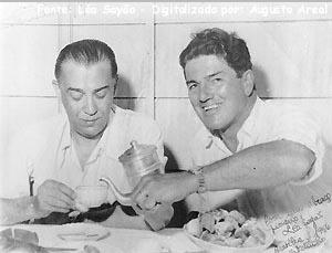 Bernardo Sayão à esquerda de Juscelino Kubitshek. S.I. 1958 (?) Arq. Léa Sayão.