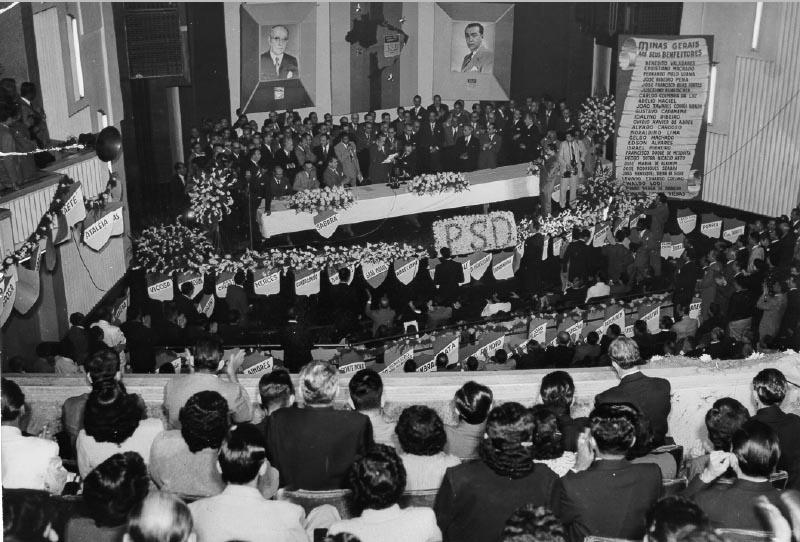 Convenção do PSD mineiro que homologou a candidatura de Juscelino Kubitsheck ao governo de Minas Gerais. Belo Horizonte, junho de 1950. FGV/CPDOC. Arq. Cristiano Machado.