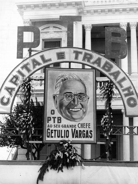 Homenagem do PTB a Getúlio Vargas. S.I., s.d. FGV/CPDOC. Arq. Getúlio Vargas.