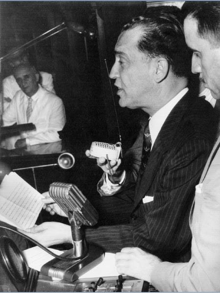 Juscelino Kubitsheck discursa durante conveção do PSD que o escolheu candidato à presidência da República. Rio de Janeiro, 10 de fevereiro de 1955. FGV/CPDOC. Arq. Ernani do Amaral Peixoto.