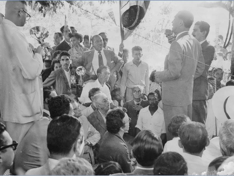 Juscelino Kubitsheck em campanha para a presidência da República. Rio de Janeiro, 12 de junho de 1955. FGV/CPDOC. Arq. Augusto do Amaral Peixoto.