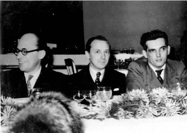 Cândido Portinari entre Gustavo Capanema (à esq.) e Lourival Fontes durante banquete em sua homenagem. Rio de Janeiro, 2 de setembro de 1940. FGV/CPDOC, Arq. Gustavo Capanema.