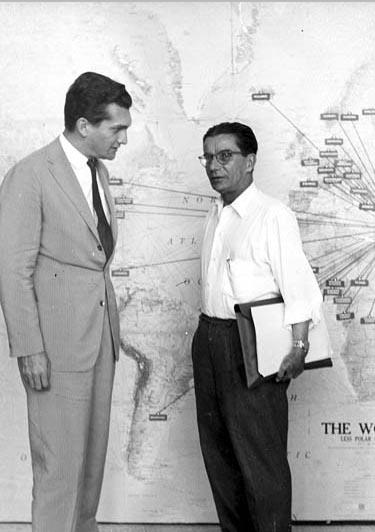 Celso Furtado (à esquerda) e Anísio Teixeira na Conferência Internacional sobre Desenvolvimento dos Estados Novos. Rehovot, Israel, entre 15 e 30 de agosto de 1960. FGV/CPDOC, Arq. Anísio Teixeira.
