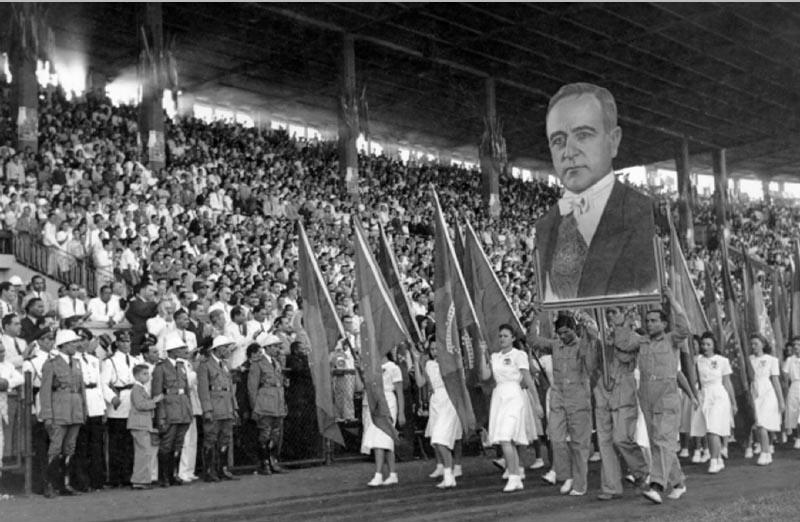 Manifestação pelo Dia do Trabalho realizada no estádio de São Januário durante o Estado Novo. Rio de Janeiro, 1 de maio de 1942. Arquivo Nacional.