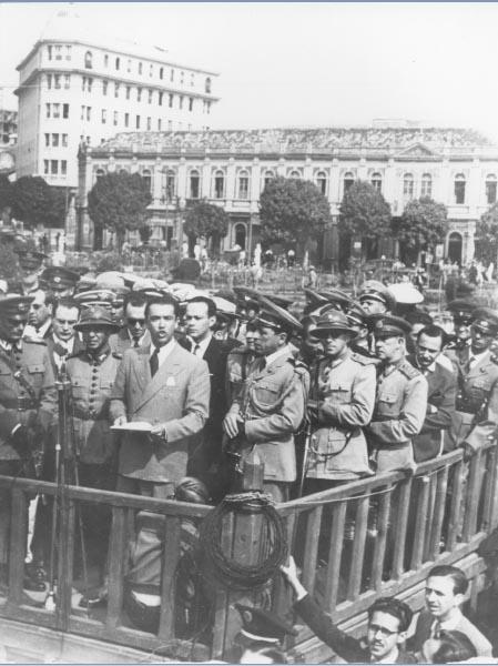 O prefeito Juscelino Kubitsheck discursa em praça pública. Belo Horizonte (?), s.d. Memorial JK.