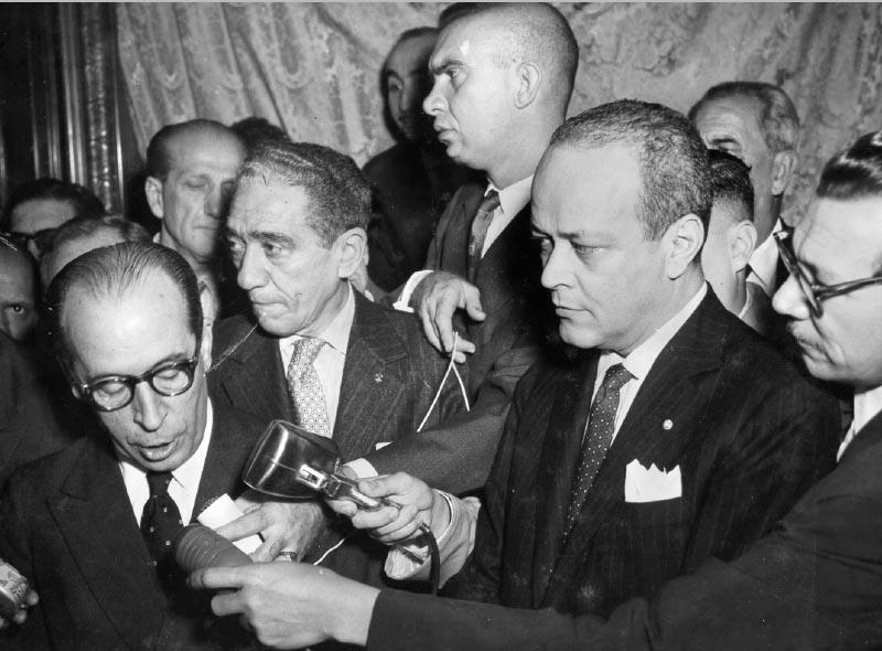 José MAria Alkmin discursa na cerimônia de transmissão do cargo de ministro da Fazenda a Lucas Lopes. Rio de Janeiro, 25 de Janeiro de 1958. FGV/CPDOC, Arq. Lucas Lopes.