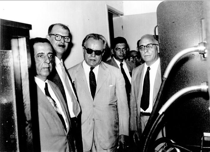 Mário Pinotti (3° da esq.)  e Cordeiro de Farias (4°), entre outros. Pernambuco, entre fevereiro de 1955 e novembro de 1958. FGV/CPDOC, Arq. Cordeiro de Fárias.