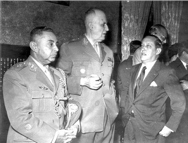 Odylio Denys (ao centro), Augusto do Amaral Peixoto (à dir.) e Justino Bastos (à esq.). Rio de Janeiro, entre 1954 e 1960. FGV/CPDOC, Arq. Augusto do Amaral Peixoto.