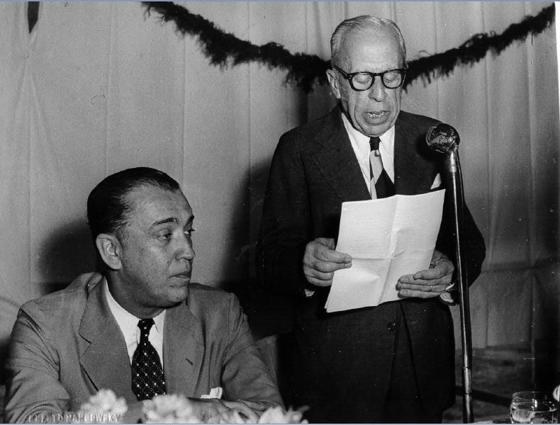 Eugênio Gudin discursa ao lado de Juscelino Kubitschek na inauguração da Usina Hidrelétrica de Peixoto. Minas Gerais, 1956. FGV/CPDOC. Arq. Eugênio Gudin.