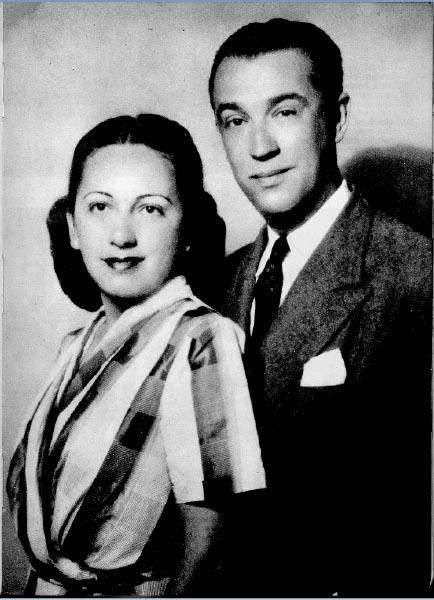 Juscelino e Sarah Kubitsheck. Nova Iorque, 1948. Reproduzido do livro Meu caminho para Brasília, de Juscelino Kubitsheck. Rio de Janeiro, Bloch Editores S.A., 1974.