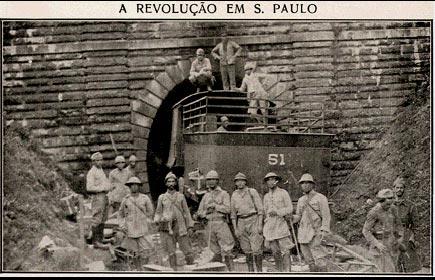 Tropas diante de túnel ferroviário durante a Revolução Constitucionalista em 1932. Revista Careta, 1 de outubro de 1932.